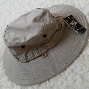Columbia khaki brim bucket hat